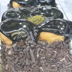 Profiterollü Çikolatalı Pasta