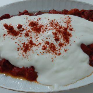 yoğurtlu kırmızı biber
