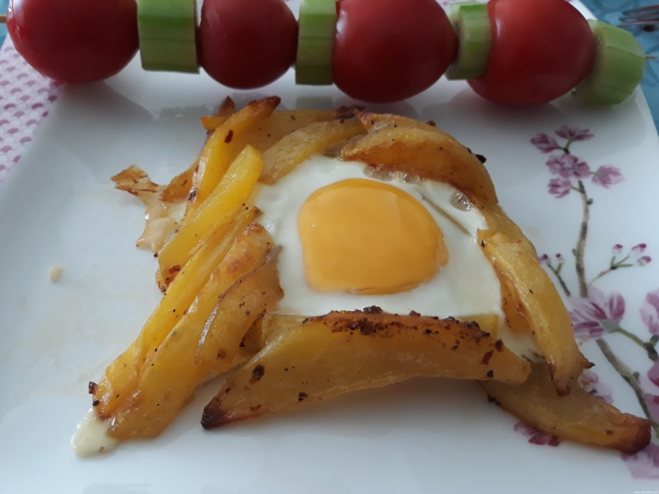 Harika Görünümlü Nefis Patatesli Yumurta