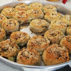 Isırgan Otlu ve Lorlu Gül Böreği