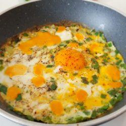 Soğanlı Çedarlı Yumurta